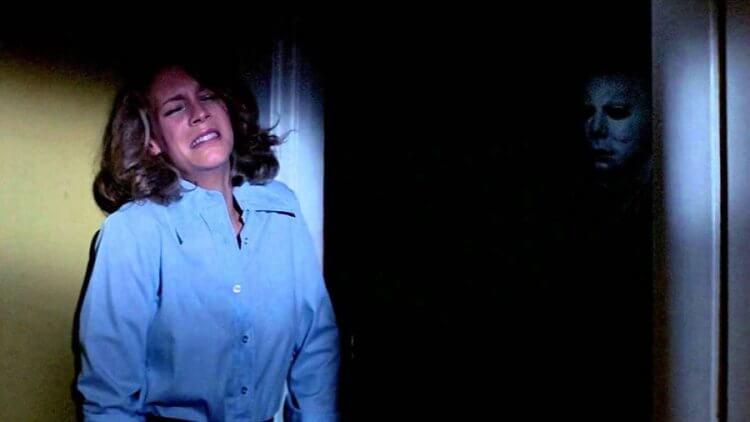 《月光光心慌慌》裡的女主角潔美李寇帝斯,因本片被冠上尖叫女王的稱號。