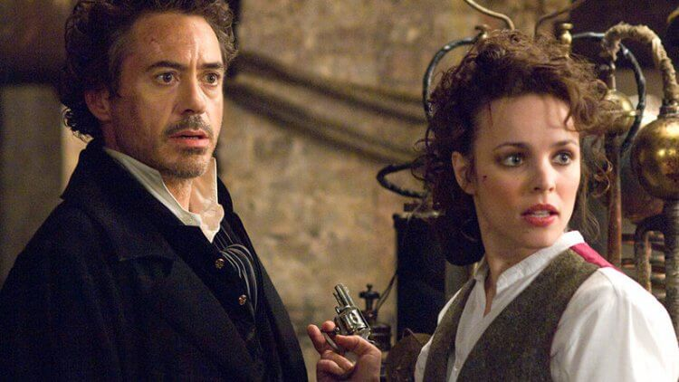 2009 年電影《福爾摩斯》中的小勞勃道尼與瑞秋麥亞當斯。