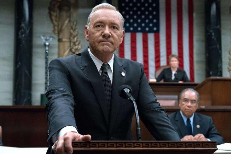 由於凱文史貝西的醜聞,Netflix 宣布無限期暫停《紙牌屋》(House of Cards) 新一季的製作。