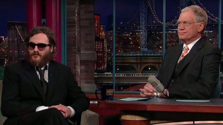 大衛賴特曼採訪瓦昆菲尼克斯,他尷尬的表情已經說明採訪的情況。