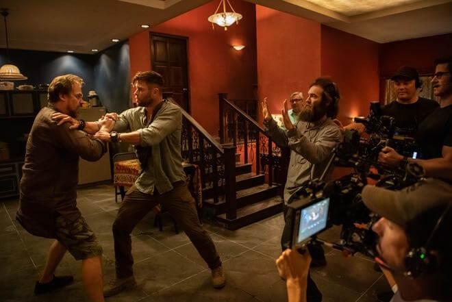 由克里斯漢斯沃 (Chris Hemsworth) 和大衛哈伯 (David Harbour) 主演的動作電影《驚天營救》(Extraction) 劇照