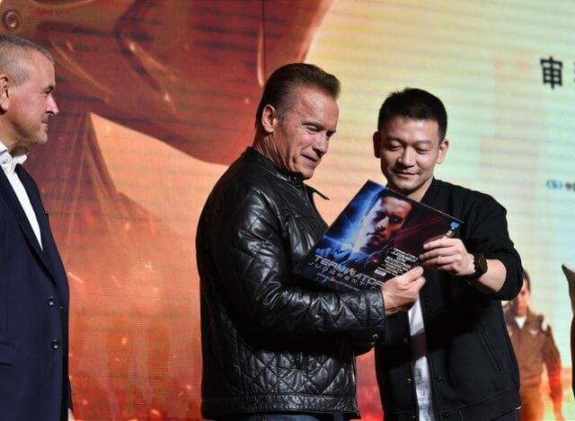 《魔鬼終結者:黑暗宿命》主演阿諾史瓦辛格出席北京的首映會。