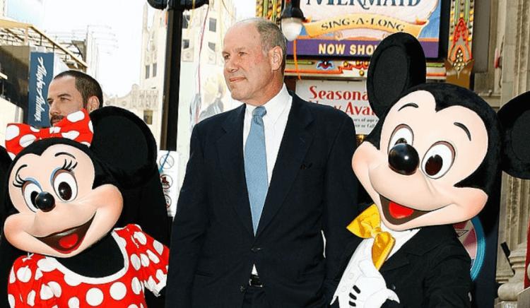迪士尼主席麥克艾斯納當時親赴中國與領導人朱鎔基見面
