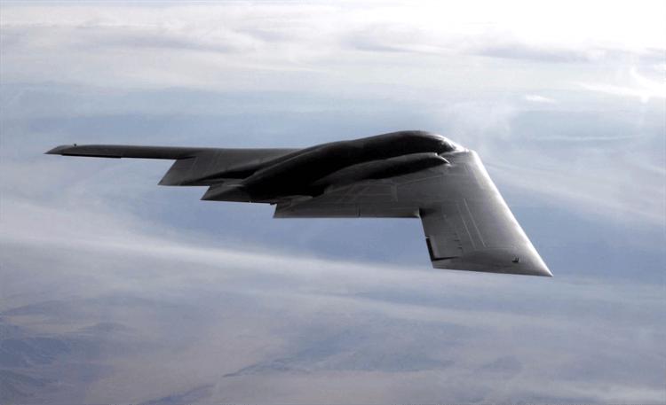 目前世上唯一的匿蹤戰略 B-2 轟炸機,《魔鬼終結者》系列電影中的賽博坦系統公司也參與過開發。