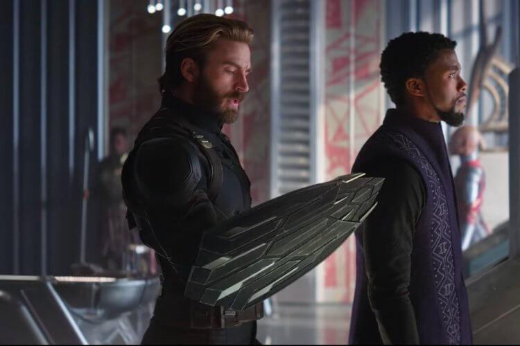 《復仇者聯盟3:無限之戰》裡隊長手上換成瓦干達特仕版臂盾。