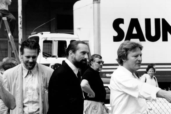 1987 年電影《天使心》拍攝現場的米基洛克、勞勃狄尼洛與導演亞倫派克。