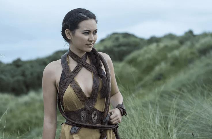潔西卡亨維克在《冰與火之歌:權力的遊戲》飾演紅毒蛇的私生女。