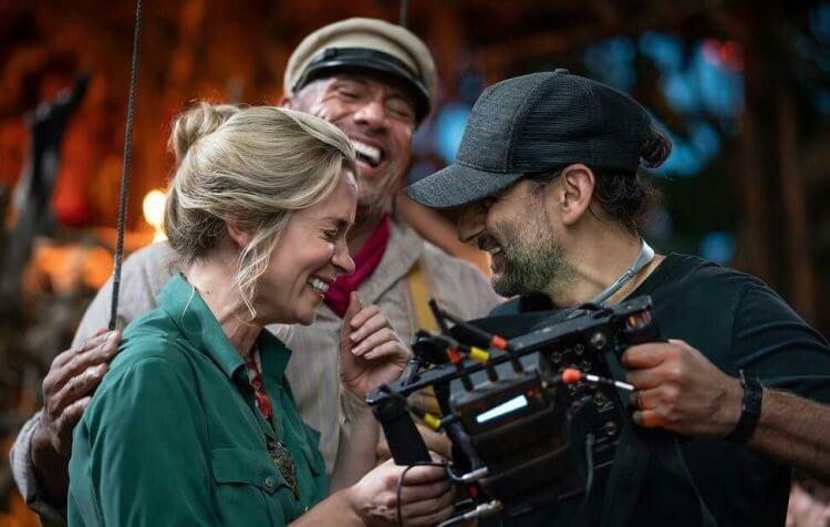 艾蜜莉布朗與巨石強森主演的《叢林奇航》