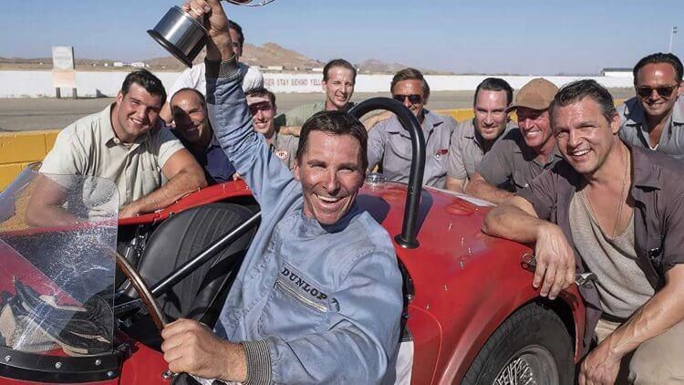克里斯汀貝爾在電影《賽道狂人》飾演賽車手,必須讓自己坐進福特 GT40 當中。