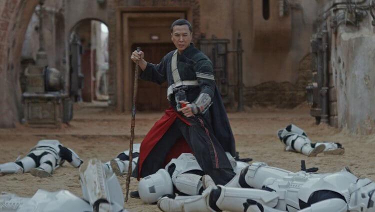 星戰 9《天行者的崛起》中國上映首週票房雖大輸《葉問 4》排名第四,但「葉問」甄子丹曾在《星際大戰外傳:俠盜一號》中飾演過盲武士對抗帝國風暴兵。