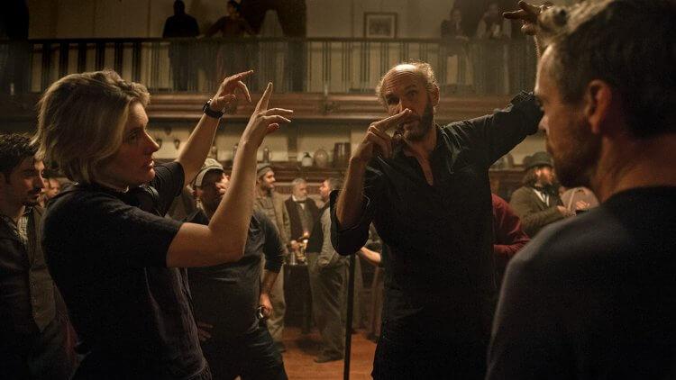 葛莉塔潔薇是昆汀塔倫提諾導演的小粉絲,當他執導最新作品《她們》時,也效仿偶像使用膠卷拍攝。