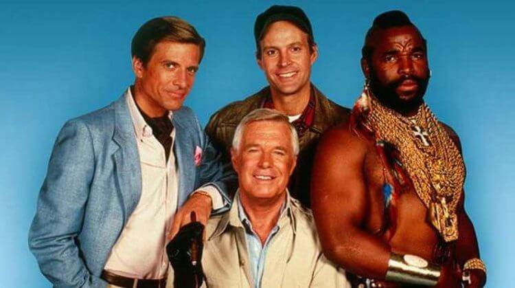 80 年代的當紅美國影集《天龍特攻隊》主演卡司們:「泥巴」漢尼拔、「小白」派克、「哮狼」莫道克以及 Mr. T T 先生飾演的「怪頭」巴拉克斯。