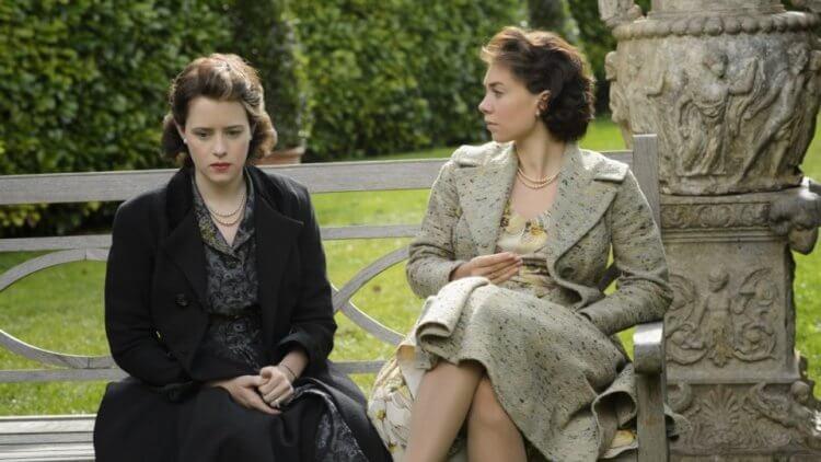 影集《王冠》裡的伊莉莎白皇后與瑪格麗特公主。