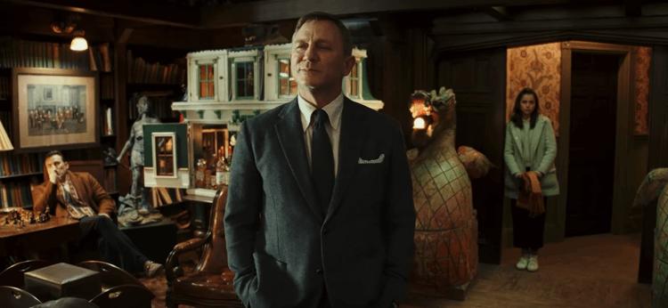 丹尼爾克雷格 (Daniel Craig) 飾演伯努瓦布蘭克。