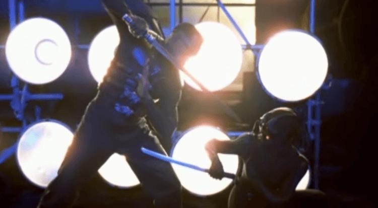 《刀鋒戰士 2》裡衛斯理史奈普飾演的「刀鋒戰士」與忍者對打。
