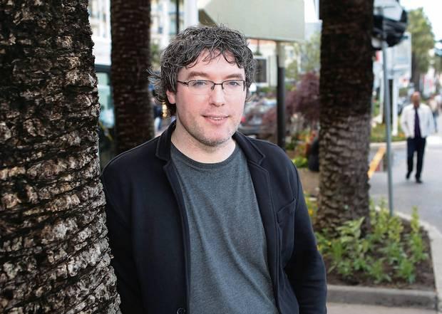 曾推出《星際禁區》等作品的導演盧埃里羅賓森。