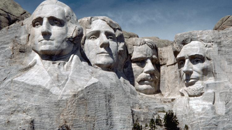 美國著名的拉什莫爾山。