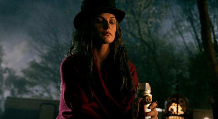 飾演《安眠醫生》主要反派「高帽蘿絲」的蕾貝卡弗格森。