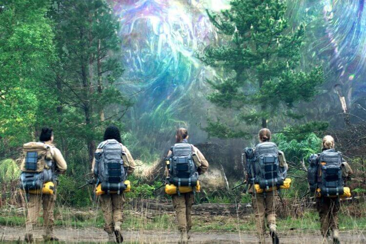 娜塔莉波曼 主演的 Netflix 電影《滅絕》故事中許多部分可見到《星之彩》的影子。
