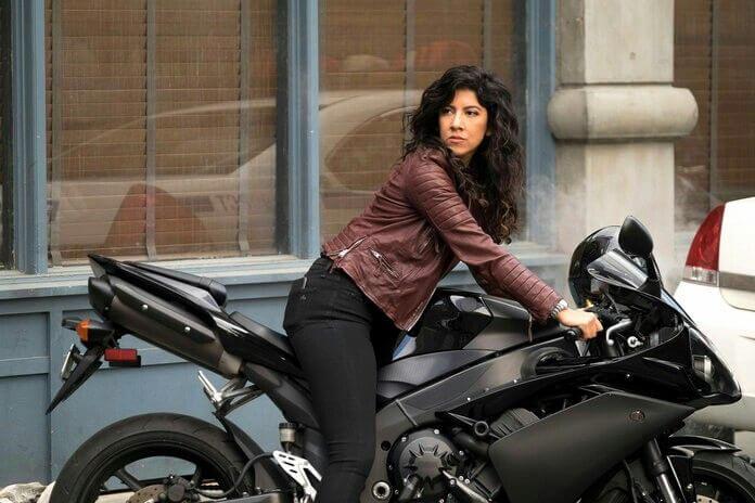 在美劇《荒唐分局》裡帥氣的「羅莎」警探:史蒂芬妮碧翠絲飾演。