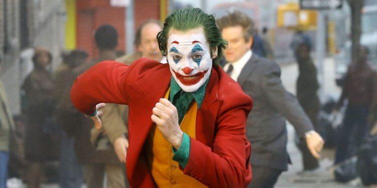 瓦昆菲尼克斯所主演的電影《小丑》毫不遮掩的呈現社會底層的殘酷與絕望。