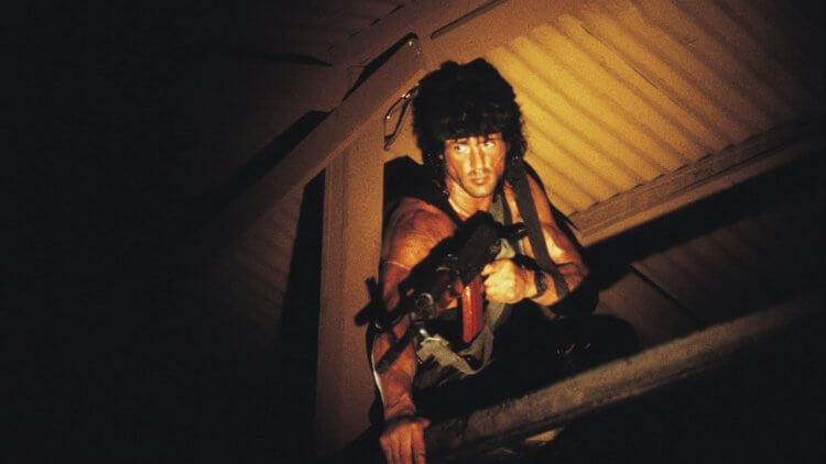 席維斯史特龍在藍波電影《第一滴血第三集》仍「校長兼撞鐘」,主演並協助電影劇本製作。