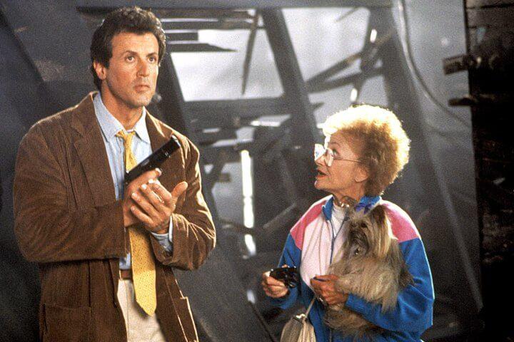從洛基到藍波,《第一滴血第三集》之後的席維斯史特龍一度不想再演出動作片,而留有像是 1992 年《母子威龍》這樣的作品。