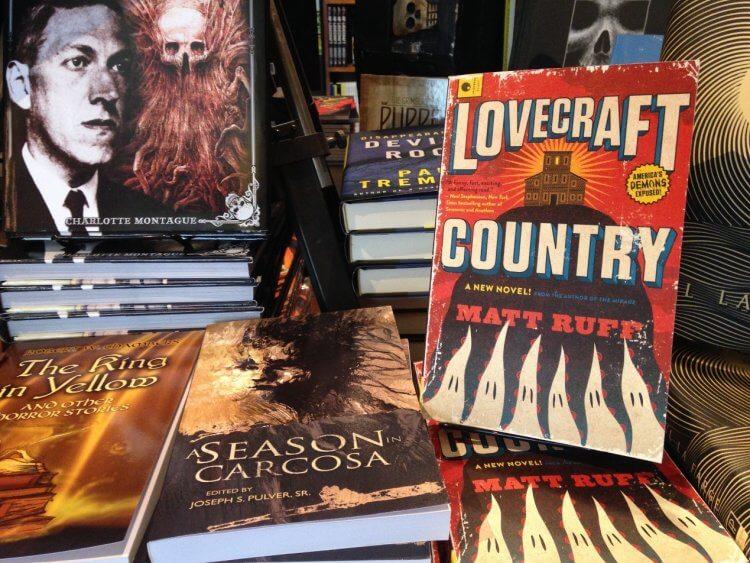 J·J·亞伯拉罕將與喬登皮爾合作改編小說,於 HBO MAX 串流服務推出《洛夫克拉夫特之鄉:逃出絕命村》影劇作品。