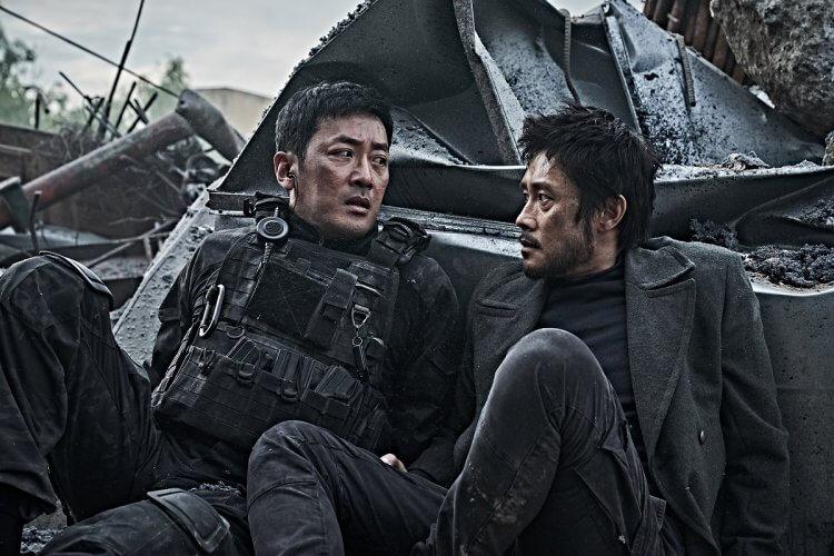 《 白頭山:半島浩劫 》劇情結合中、美、與南北韓四國的緊張情勢,讓故事更刺激緊張。