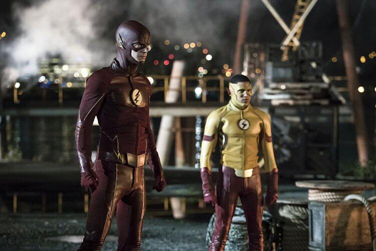 影集《閃電俠》的第三季是以漫畫《閃點》為改編基礎。