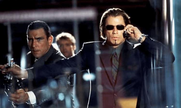 2001 年的動作驚悚片《劍魚》(swordfish) 中,能歌善舞的巨星約翰屈伏塔在其中飾演詭譎殘暴的反派電腦高手。