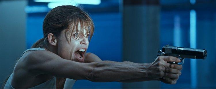 莎拉康納在《魔鬼終結者》到《魔鬼終結者 2:審判日》的轉變與成長大家有目共睹,也塑造了近代電影中堅強的女性形象。
