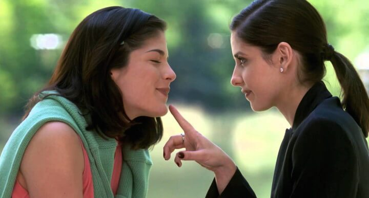 莎瑪布萊兒與莎拉蜜雪兒吉蘭在電影《危險性遊戲》共同演出。