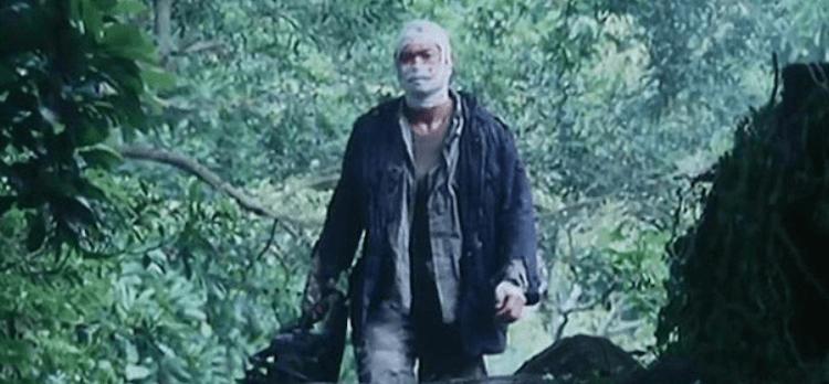 1980 年上映的港片《山狗》製片人泰迪羅賓表示本片改編自真人真事,挑戰人類底線的滿滿暴力美學;圖為 1999 年翻拍版本劇照。