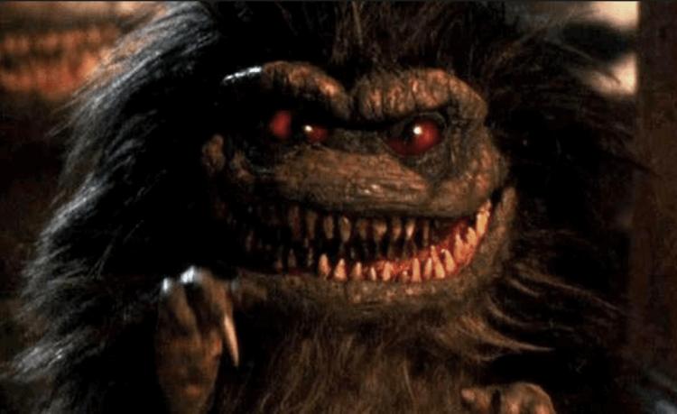 《外星通緝者》Critters 劇照,牠和遠房表親「小精靈」到底又有什麼淵源呢?