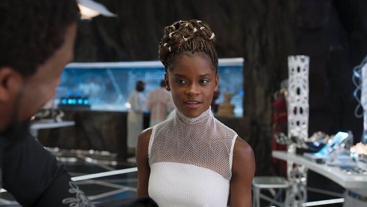 《黑豹》裡飾演舒莉的莉蒂西亞萊特。