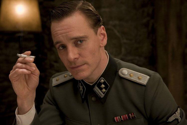 麥可法斯賓達在《惡棍特工》中的扮相十分搶眼,接下來演出《X 戰警》電影讓聲勢一飛沖天。