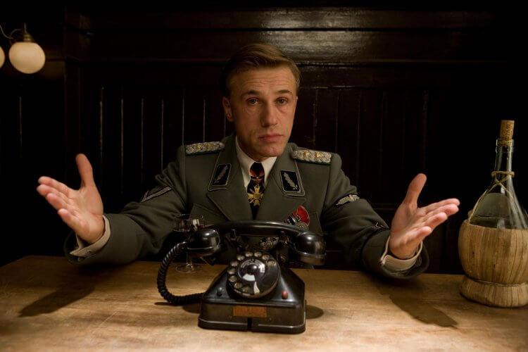 曾與昆汀合作過的克里斯多夫華茲 (Christoph Waltz) 分享進入昆汀的片場,會有專人來「沒收」手機。