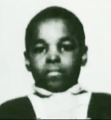 Mr.T 的本名是勞倫斯圖洛德 (Laurence Tureaud),居住美國芝加哥的黑人家庭,從小面對種族問題與紛亂的社會環境成長。