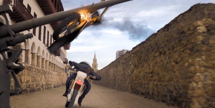 《雙子殺手》裡兩個威爾史密斯在古牆上用機車追逐的戲。