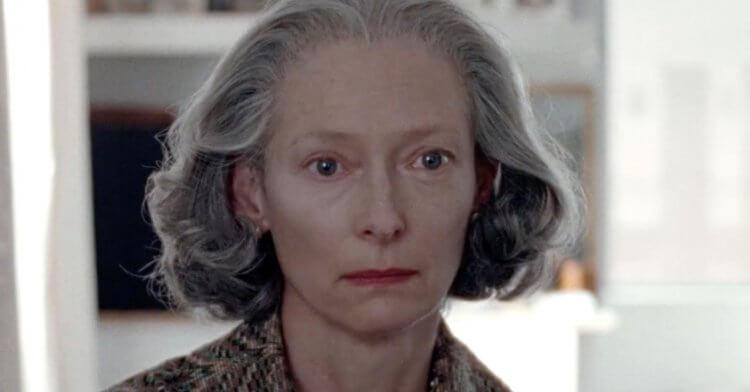 蒂妲絲雲頓在瓊安娜霍格 (Joanna Hogg)《紀念品》(The Souvenir) 中的演出。