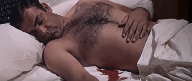 在《雷霆谷》中史恩康納萊飾演的龐德運用假死的計謀來掩飾身份。