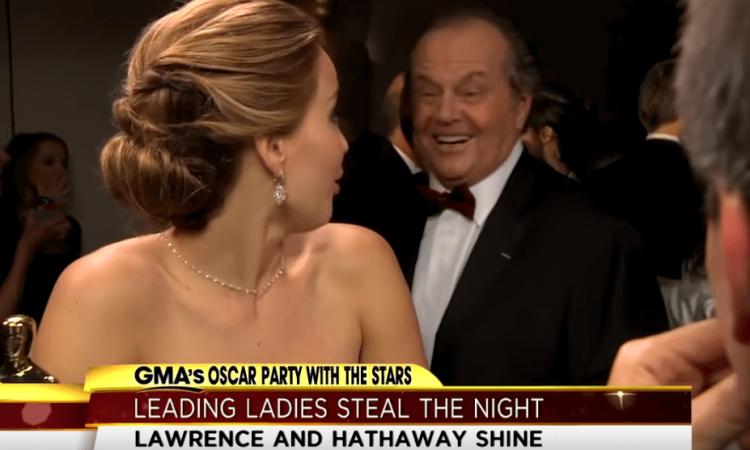 珍妮佛勞倫斯當年憑藉《派特的幸福劇本》(Silver Linings Playbook) 獲得奧斯卡影后,在接受採訪時,被傑克尼克遜上前搭訕。