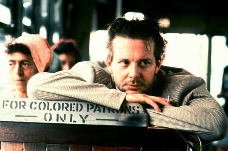 米基洛克演出 1987 年電影《天使心》中的模樣與今日有大大不同。
