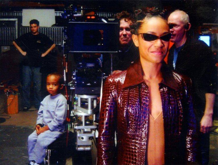 潔達蘋姬史密斯曾出演過《駭客任務》,飾演奈歐比。