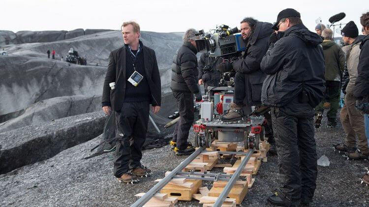 克里斯多福諾蘭 (Christopher Nolan) 預言「手機禁令」會成風潮。
