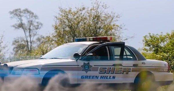 《音速小子》真人電影主角詹姆斯馬斯登是「綠丘鎮」的警長。
