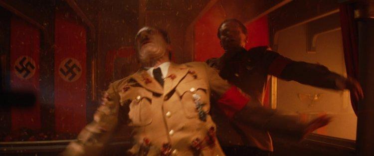 昆汀塔倫提諾在執導電影《惡棍特工》時,安排惡棍特工們血腥制裁希特勒的場景。