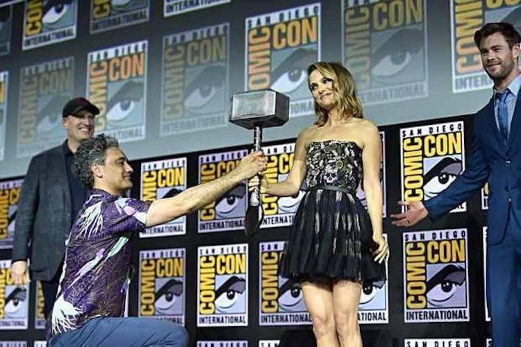 《雷神索爾4》「女雷神」珍佛斯特將持雷神鎚。