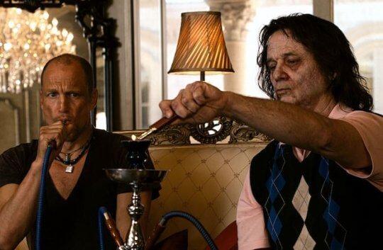 美國恐怖喜劇電影《屍樂園:髒比雙拼》劇照。